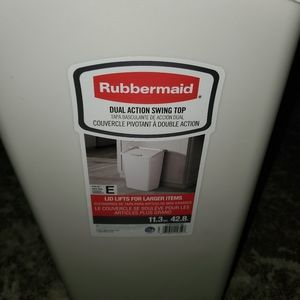 Rubbermaid Garbage Can
